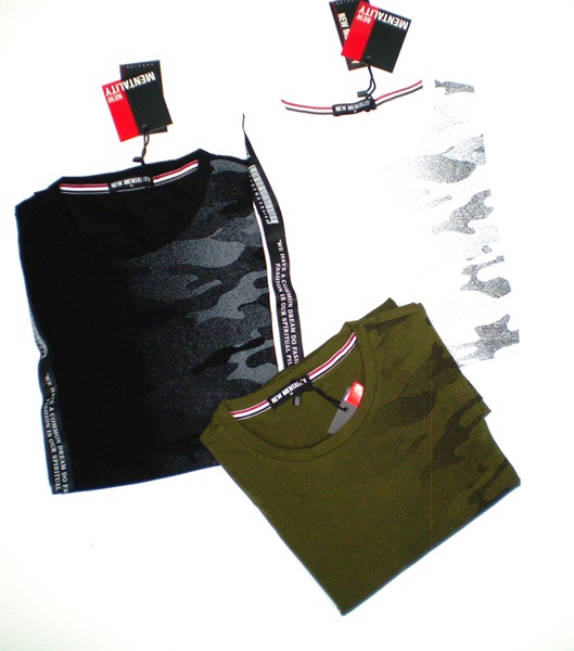 Ανδρική κοντομάνικη μπλούζα σε τρεις αποχρώσεις.