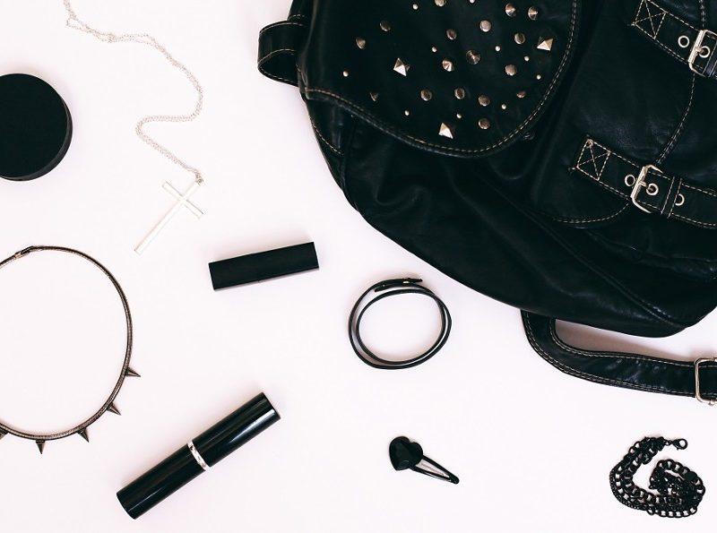 bag-and-cosmetics_t20_a8PQm9